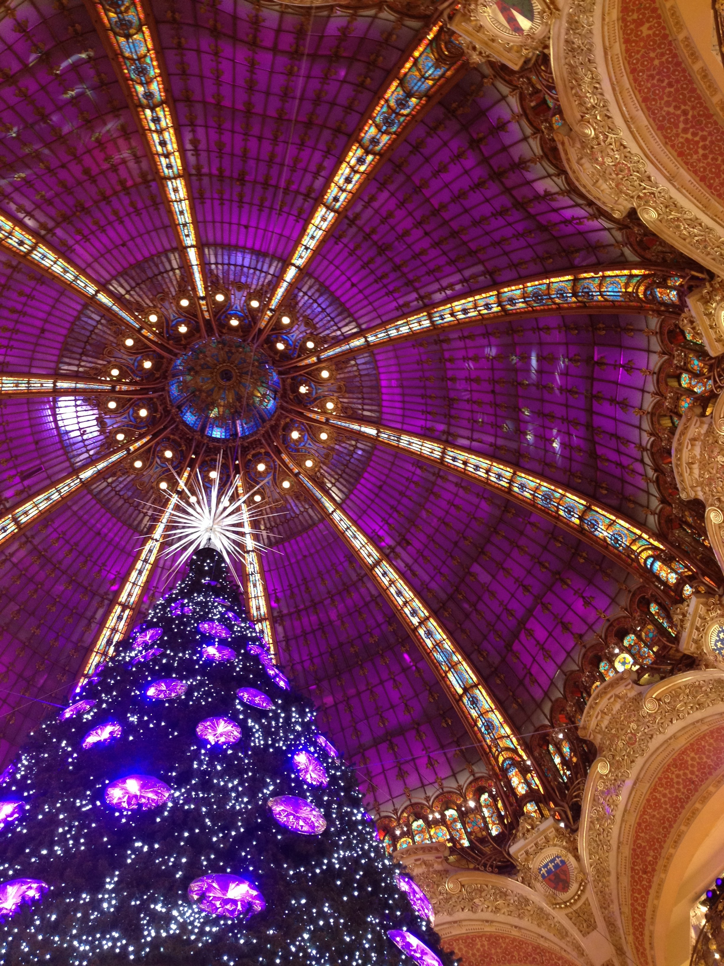 Christmas 2012 in Paris and department stores's windows
