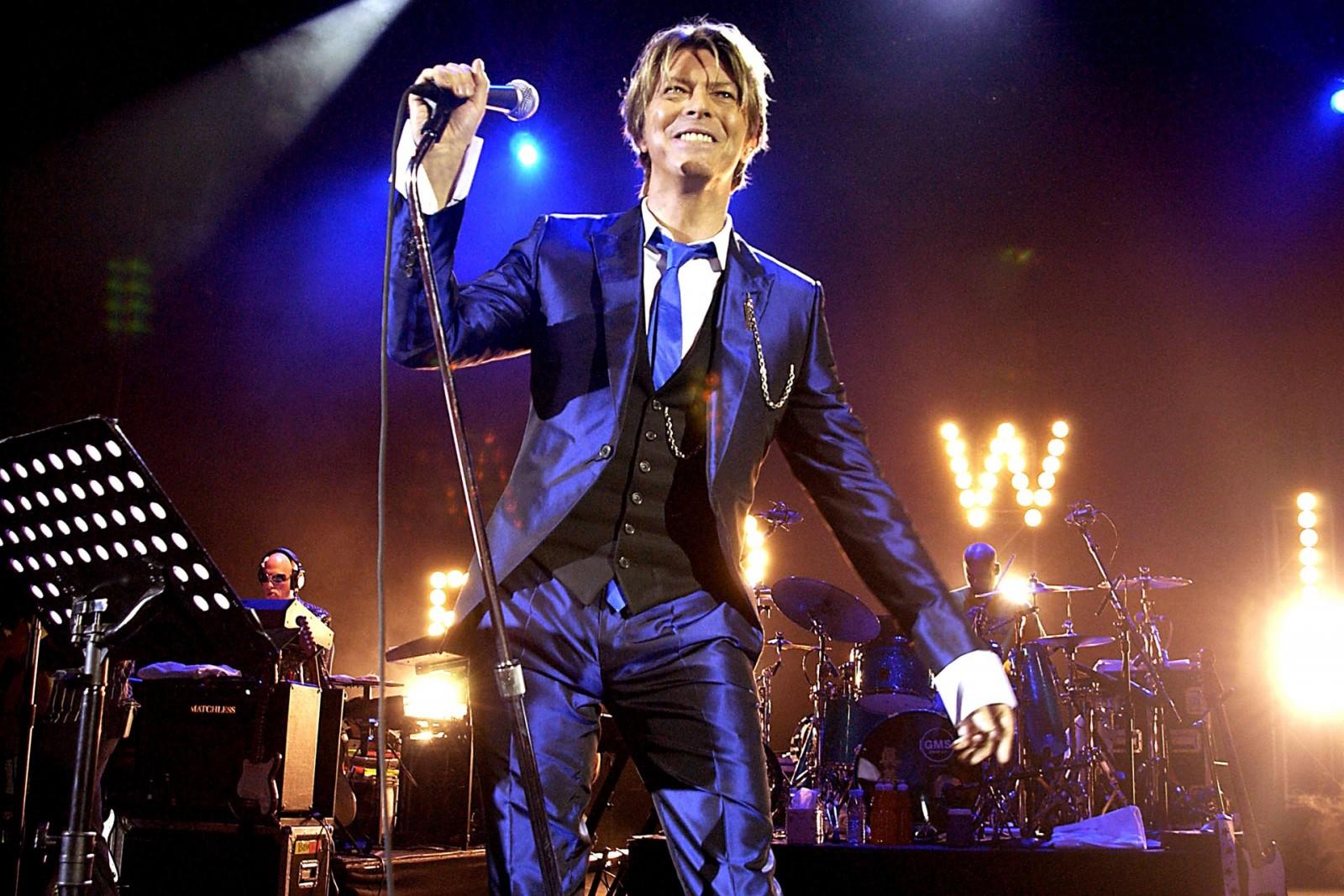 David-Bowie-5-Vogue-11Jan16-Getty_b