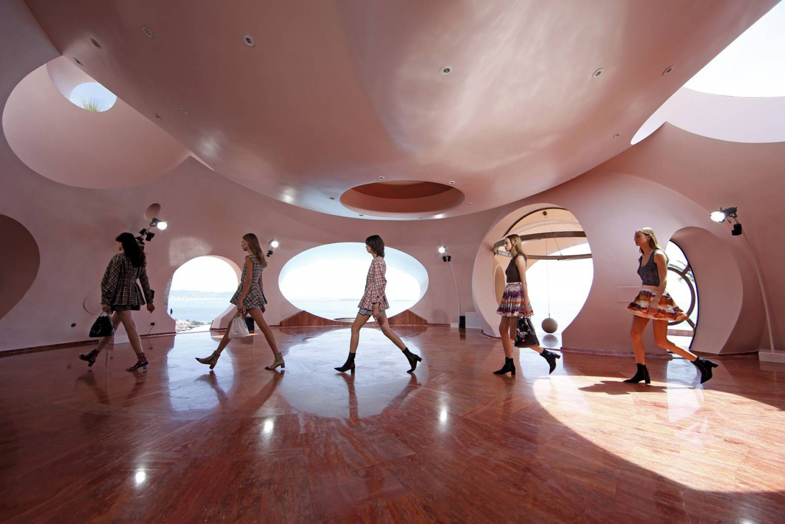 Models present creations by Belgian designer Raf Simons for Dior's women CRUISE 2016 collection during a fashion show at the Palais Bulles (or Palace of Bubbles) by Hungarian architect Antti Lovag in Theoule-sur-Mer, near Cannes, Southern France, May 11, 2015. The 68th Cannes Film Festival will run from May 13 to 24, 2015. REUTERS/Benoit Tessier