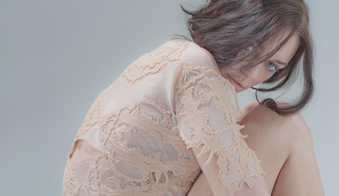 Andreea Mândrescu – când marchetăria devine innovație textilă