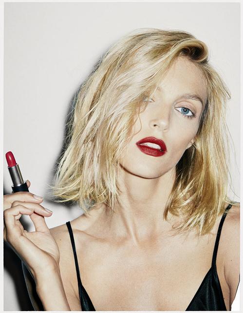 anja_rubik_collabore_avec_la_bouche_rouge_autour_d___un_lipstick_100__plastic_free_8376.jpeg_north_499x_white