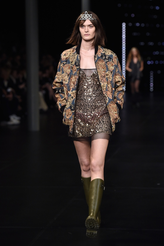 A model presents a creation for Saint Laurent during the 2016 Spring/Summer ready-to-wear collection fashion show, on October 5, 2015 in Paris. AFP PHOTO / MIGUEL MEDINA (Photo credit should read MIGUEL MEDINA/AFP/Getty Images)