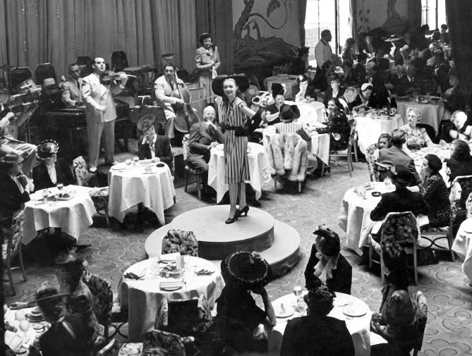 Prezentare de moda la Waldorf, anii 30
