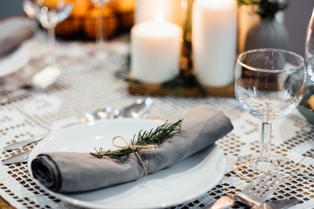 festive_table_setup_2-1000x667